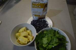 Spinach Blubberries Pineapple MacaPwdr 001