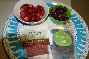 Strawberry, Seedless Grapes , Goji Berry + Organic Cacao Nibs (1)